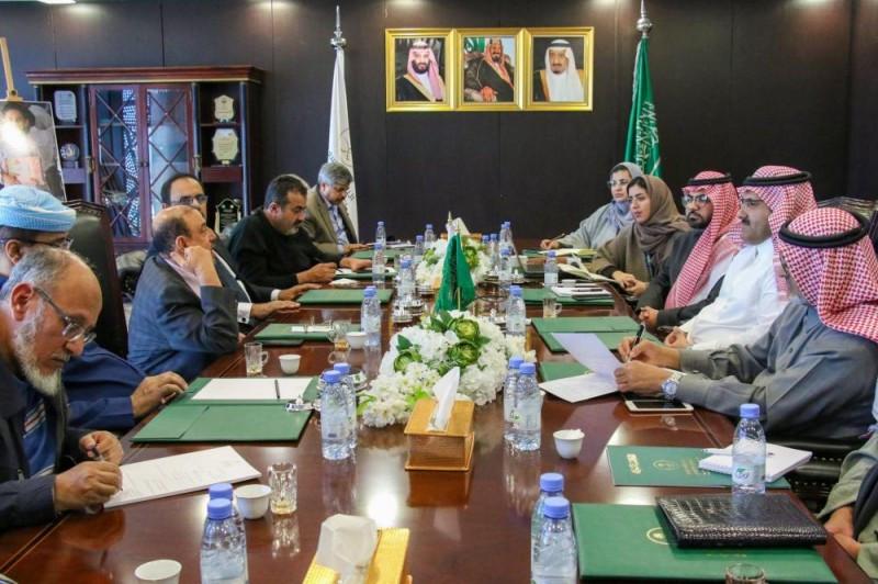 """آل جابر"""" يستعرض المشاريع التنموية مع رئيس """"النواب اليمني"""""""