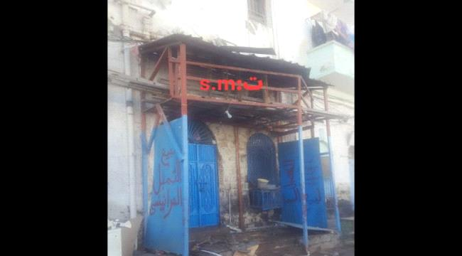 عدن.. انهيار جزئي لعمارة سكنية بمديرية المعلا