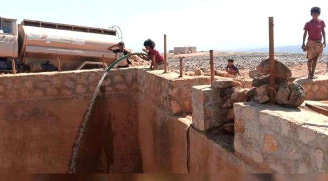 الامارات تمد منطقة ديكسم في سقطرى بالمياه النقية