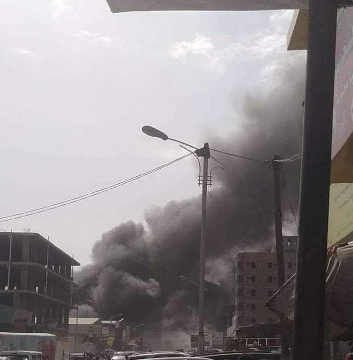 النيران تلتهم محطة وقود في الدرين بعدن