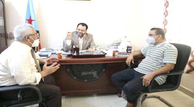 الكاف يبحث مع الهيئة العليا للأدوية التعاون في مجابهة كورونا