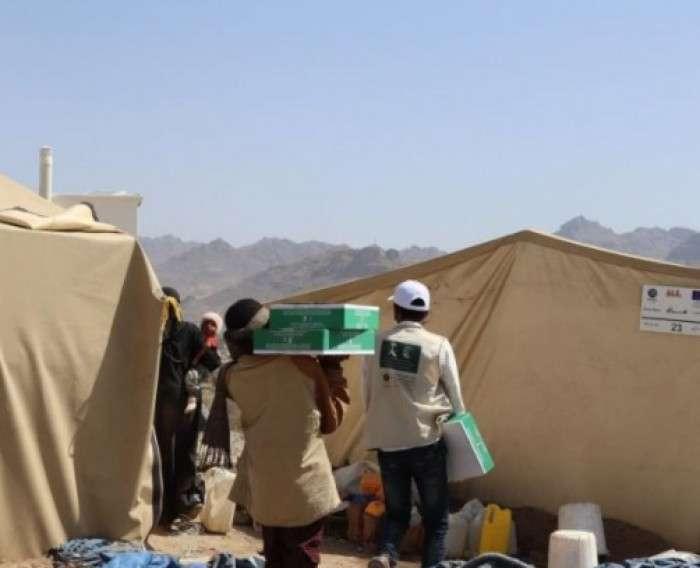 سلمان للإغاثة يوزع التمور في عدن ومحافظتين