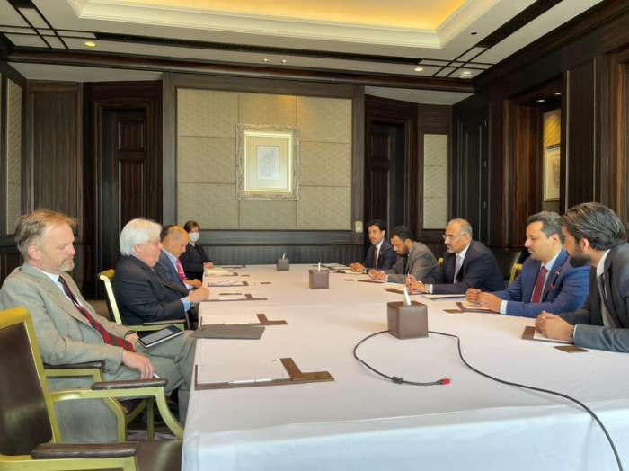 الزُبيدي يطالب غريفيث بـمبادرة أممية لمعالجة الصراع الجنوبي الشمالي