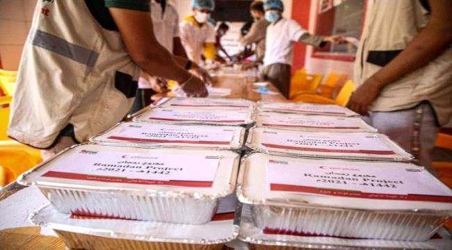 """بدعم إماراتي """"الهلال الأحمر"""" يدشن مشروع إفطار صائم بمحافظتي حضرموت و شبوة"""