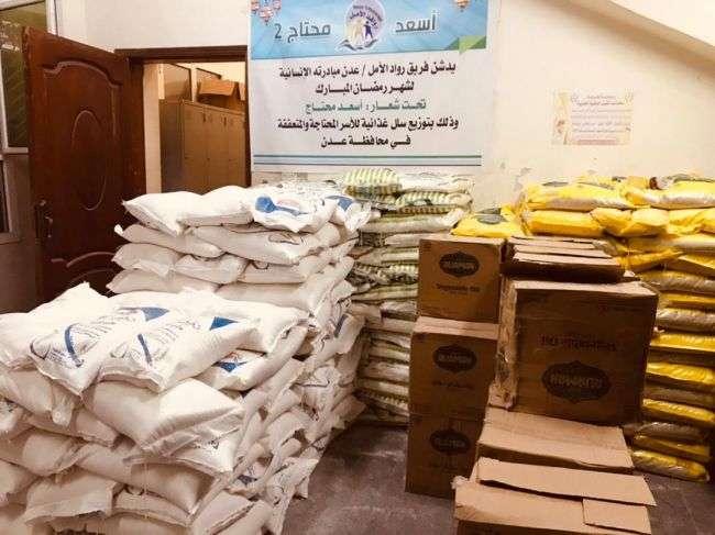 بدعم من الإتحاد العالمي للجاليات.. توزيع سلال غذائية ومبالغ نقدية في 6 محافظات يمنية