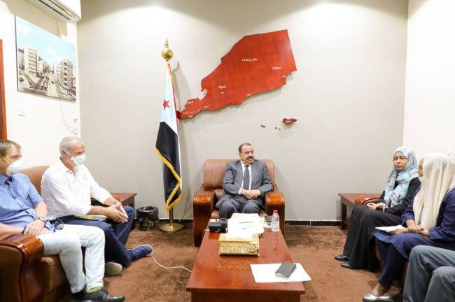 اللواء بن بريك يناقش مع مسؤولين أممين وأجانب الوضع الصحي في الجنوب وسُبل النهوض به