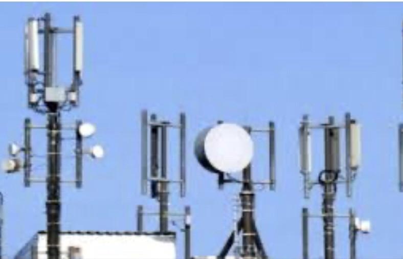 """وزير الإتصالات يعلن عن توسيع خدمة """"عدن نت"""" الى محافظتين يمنيتين جديدتين"""