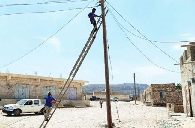 خليفة الإنسانية تواصل دعمها لمشاريع الكهرباء في سقطرى