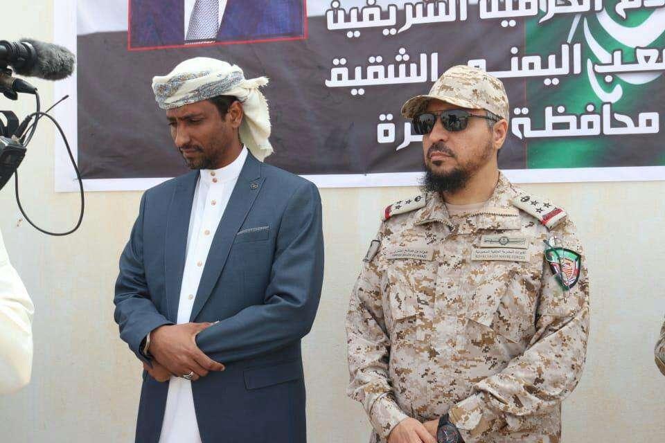 وكيل أول المهرة وقائد التحالف يدشنان عملية صرف المكرمة السعودية لمنتسبي الجيش والأمن