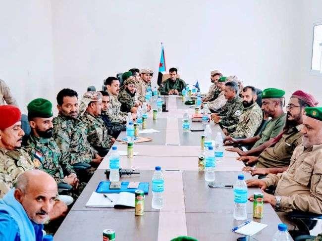 الربيعي يترأس إجتماعا موسعا مع قادة قطاعات وإدارات الحزام الأمني في عدن