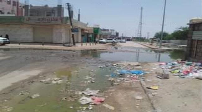 مجاري الصرف الصحي تُغرق شوارع عتق بشبوة