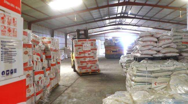 الإمارات توزيع أكثر من 64 ألف سلة غذائية ودعم صحي مستمر للقرى النائية ومخيمات النازحين في حضرموت والحديدة وتعز