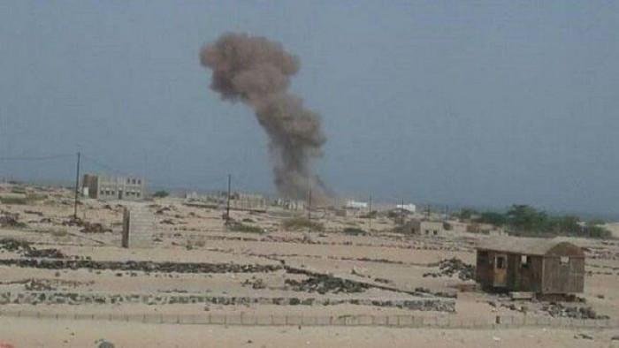 عاجل /تفاصيل جديدة وصورة مقتل 5 بينهم ضابط رفيع جراء استهداف صاروخي لمقر عسكري بمارب